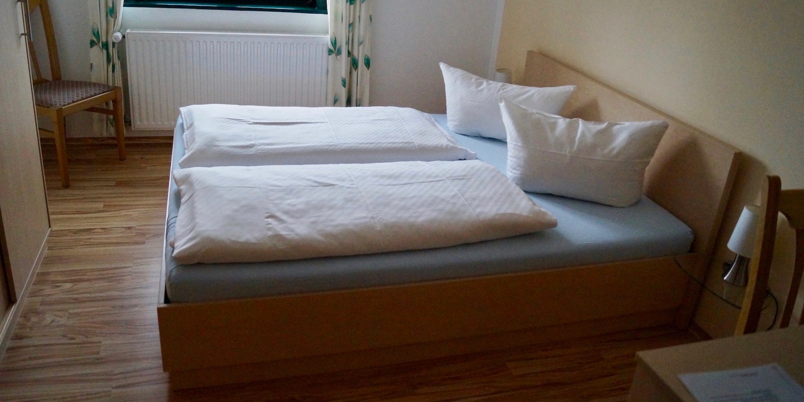 http://hotel-katzenstein.de/wp-content/uploads/2017/08/DZ_Classic_Bett8x4.jpg