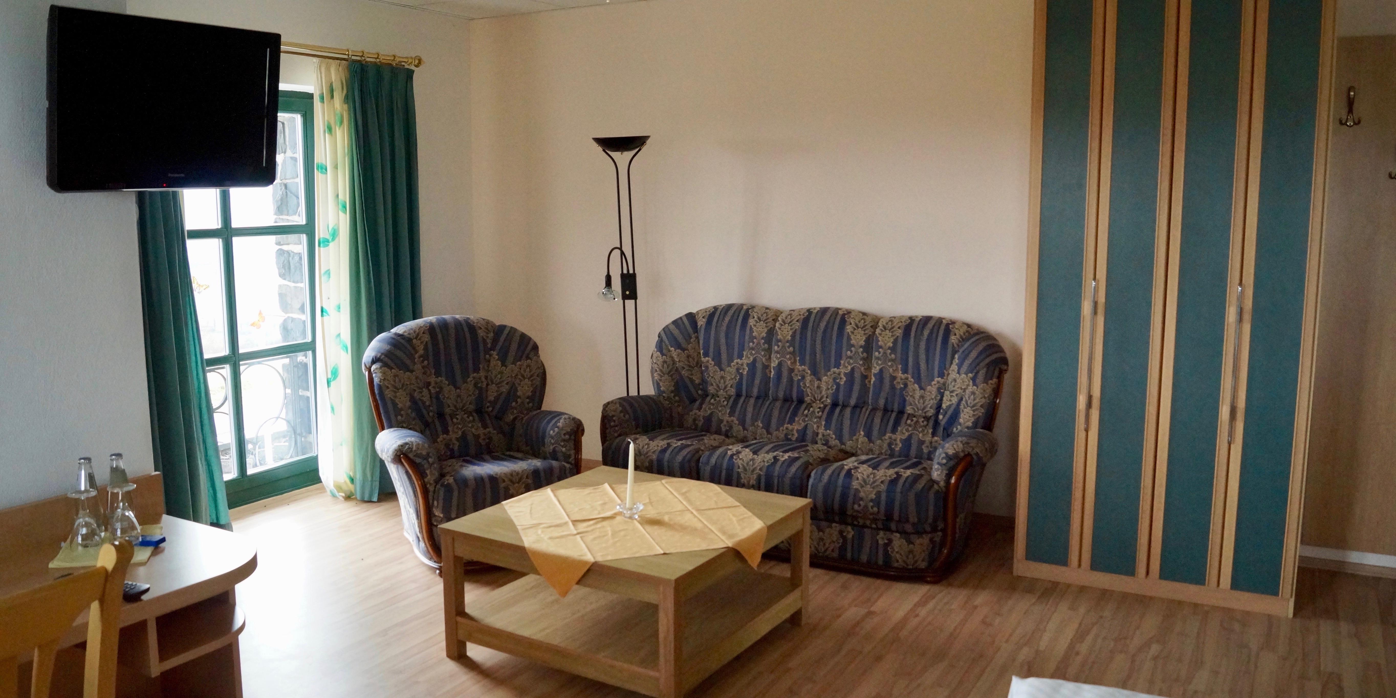 http://hotel-katzenstein.de/wp-content/uploads/2017/08/DZ_Premium_Zimmer38x4.jpg