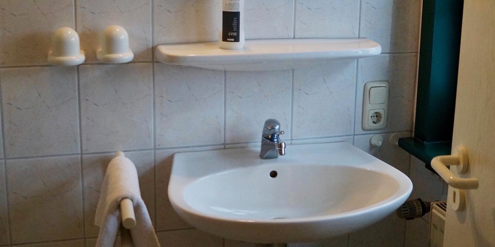 http://hotel-katzenstein.de/wp-content/uploads/2017/08/EZ_Bad8x4.jpg